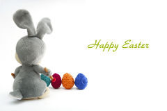Wielkanocny Handmade królik z jajkami w koszu Obrazy Royalty Free