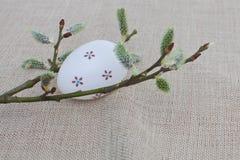 Wielkanocny jajko na brezentowym tle Zdjęcia Stock