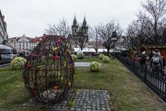 Wielkanocny jajko ornamentujący z kolorowymi łękami Obraz Royalty Free