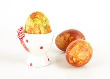 Wielkanocny jajko w właścicielu i dwa bezpłatnego kołysania się malowaliśmy jajka Obraz Stock
