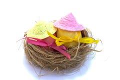 Wielkanocny jajko z barwionymi faborkami Zdjęcia Stock