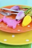 Wielkanocny jaskrawy koloru pomarańcze, koloru żółtego i zieleni polki kropki temat, zgłasza miejsca położenie zdjęcie stock