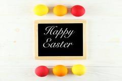 Wielkanocny kartka z pozdrowieniami pojęcie Świąteczny skład na drewnianym tle zdjęcia stock