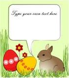 Wielkanocny kartka z pozdrowieniami z królikiem i barwionymi jajkami Zdjęcia Royalty Free