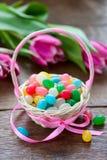 Wielkanocny kosz z cukierkami Obraz Stock