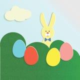Wielkanocny królik i kolorowi jajka Zdjęcia Royalty Free