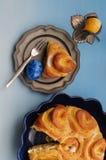 Wielkanocny śniadanie z jajkami i francuza tortem Obrazy Royalty Free