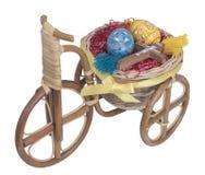 Wielkanocny rower z żółtymi jajkami Fotografia Royalty Free