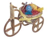 Wielkanocny rower z błękitnymi jajkami Zdjęcia Royalty Free