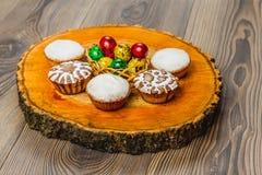 Wielkanocny skład na drewnianym tle Jajko Obrazy Royalty Free
