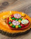 Wielkanocny skład na drewnianym tle Jajko Zdjęcia Stock
