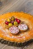 Wielkanocny skład na drewnianym tle Jajko Fotografia Royalty Free