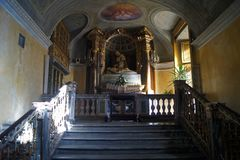Wielkanocny symbol, Włochy, Turyn królewski kościelny ołtarz z rzeźbą śmiertelny Jezus fotografia stock