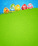 Wielkanocny tło i jajko w trawie Obrazy Stock