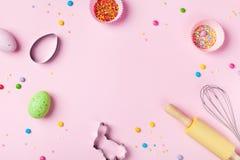 Wielkanocny wypiekowy t?o z kuchni narz?dziami dla wakacyjnej s?odkiej piekarni odg?rnego widoku Mieszkanie nieatutowy zdjęcia royalty free