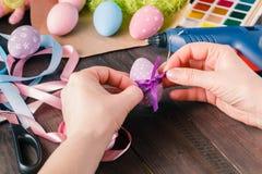 Wielkanocnych jajek dekoracja z faborkiem Obraz Stock
