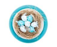 Wielkanocnych jajek gniazdeczko na talerzu Obrazy Stock