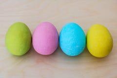 Wielkanocy barwioni jajka obrazy stock