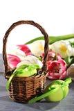 Wielkanocy gniazdeczko z Easter jajkiem Zdjęcie Royalty Free