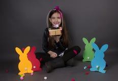Wielkanocy i wiosny świętowania szczęśliwa dziewczyna Obrazy Stock