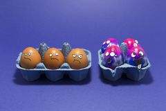 Wielkanocy przyjęcie z szalonymi jajkami zdjęcia stock