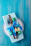 Wielkanocy stołowy położenie z jajkami i cutlery Wakacje tło Zdjęcia Royalty Free
