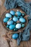 Wielkanocy wciąż życie z colorfull jajkami zdjęcia stock