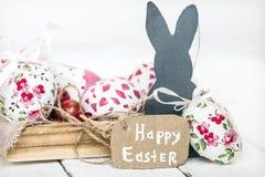 Wielkanocy wciąż życie z jajkami i królikiem Obrazy Stock
