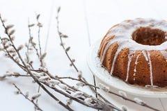 Wielkanocy wierzba i tort zdjęcia stock