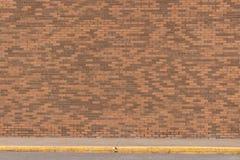 Wielki ściana z cegieł z Bocznym spacerem Zdjęcie Royalty Free