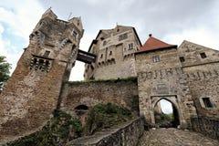 Wielki średniowieczny grodowy Pernstejn wejście zdjęcia stock