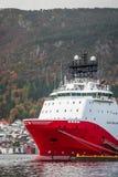 Wielki ładunku statek w Bergen schronieniu Zdjęcie Royalty Free