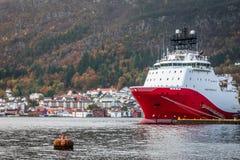 Wielki ładunku statek w Bergen schronieniu Fotografia Stock