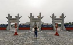 Wielki archway przy świątynią niebo obrazy royalty free