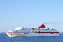 Wielki biały krążownika żeglowanie na Ionian morzu Obraz Royalty Free
