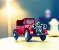 Wielki czerwony oldtimer rocznika samochód Obrazy Royalty Free