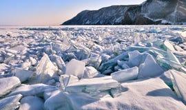 Wielki dział muldy na lodzie zamarznięty jeziorny Baikal Obrazy Royalty Free