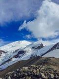 Wielki halny Elbrus zakrywający śniegiem obraz stock