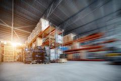 Wielki hangaru magazyn przemysłowy i logistyk firmy obraz royalty free