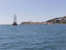 Wielki jacht z wybrzeża Budva, Montenegro Obrazy Royalty Free