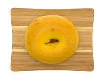 Wielki jajeczny bagel na małej tnącej desce Obrazy Stock