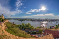 Wielki kąta widok Novi Sad, Serbia fotografia royalty free
