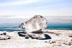 Wielki kawałek lód na nawierzchniowym Jeziornym Baikal Obrazy Royalty Free