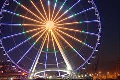 Wielki koło przy nocą Seattle Waszyngton zdjęcia stock