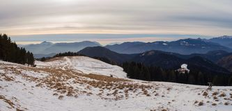 Wielki krajobraz na Orobie Alps w zima sezonie, mgłowym wilgotność w powietrzu Panorama od Monte Pora obrazy royalty free