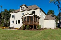 Wielki mieszkaniowy domowy podwórko Zdjęcie Royalty Free