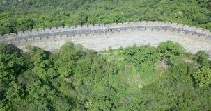 Wielki Mur Chiny na słonecznym dniu, Pekin, zbliżenie z ludźmi chodzić zbiory