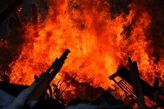 Wielki Niekontrolowany Drewniany ogień zdjęcia stock