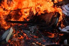 Wielki Niekontrolowany Drewniany ogień obraz royalty free