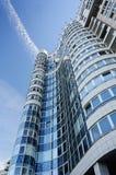 Wielki nowożytny budynek, widok spod spodu Fotografia Stock
